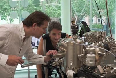 Dr. Joris Keizer (l) and Prof Michelle Simmons.